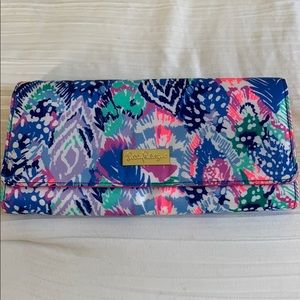 NEW Lilly Pulitzer travel wallet/clutch